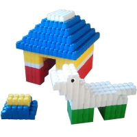 GIANT BLOCKS LITTLE HOUSE AND DOG